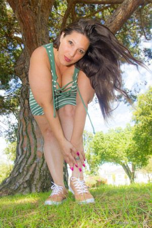 feet-in-the-grass-07