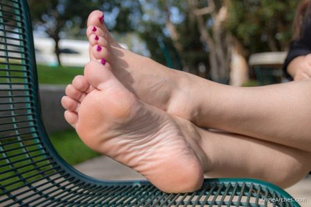 sunny-afternoon-toes-11